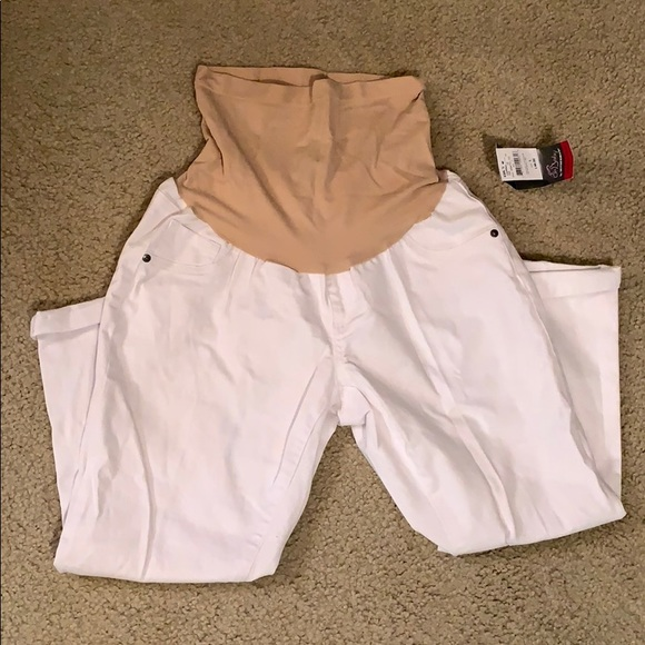 a0e2bfdf69ffa White Capri jean maternity pant with panel. NWT. Oh Baby by Motherhood